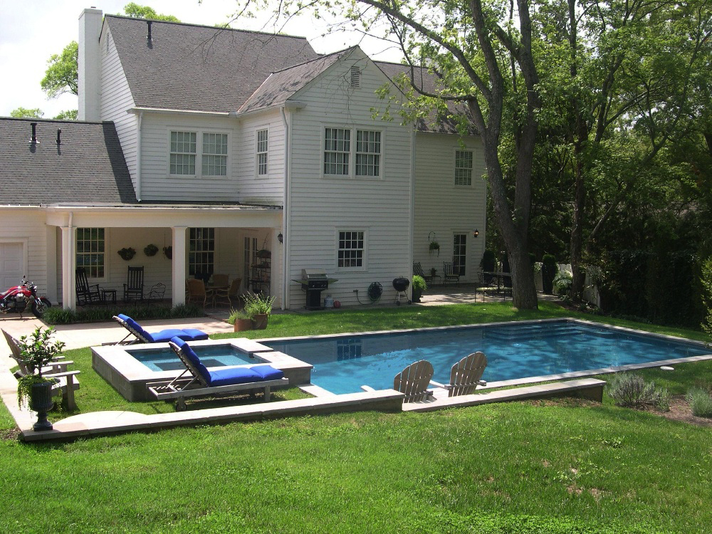 A Swimming Pool for Any Backyard | East Tennessee Pool Builder